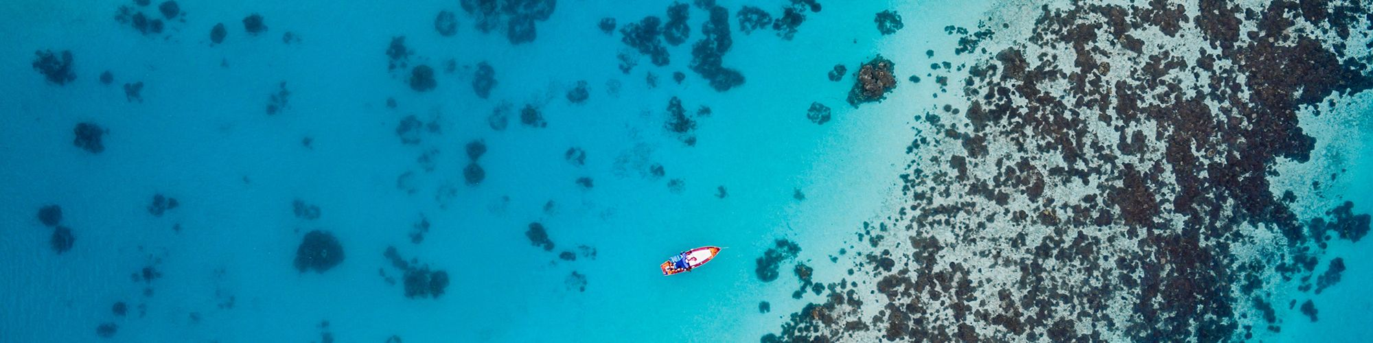 Snorkeling Maldives © Ishan @seefromthesky