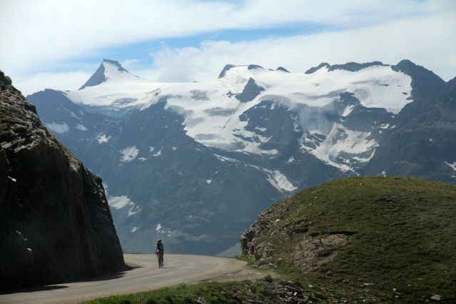 la travers e des alpes suisses en v lo de route suisse v lo travers e des alpes en v lo. Black Bedroom Furniture Sets. Home Design Ideas