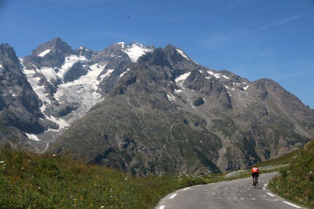 Voyage La traversée des Alpes suisses en vélo de route