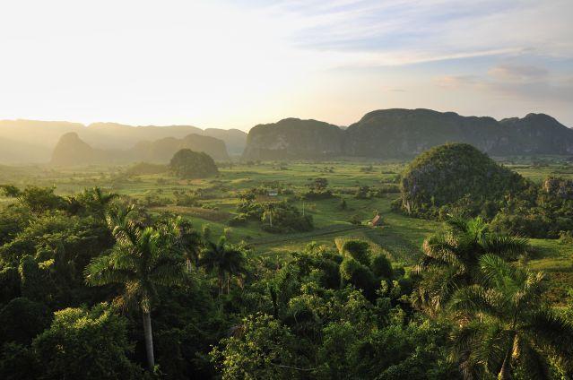 La vallée de Viñales au coucher du soleil - Cuba