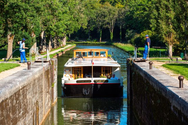Canal de Bourgogne - France