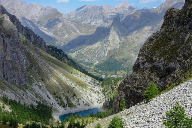 Panorama de la commune d'Acceglio et de la Montagne de la Rocca Provenzale - Val Maira - Piémont - Italie