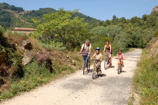 Balade à vélo en famille - Dolce Via - Ardèche - France
