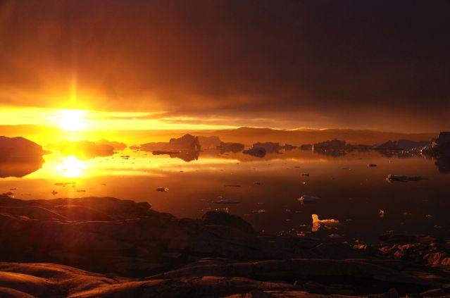 Coucher de soleil sur les icebergs du Fjord Sermilik - Groenland