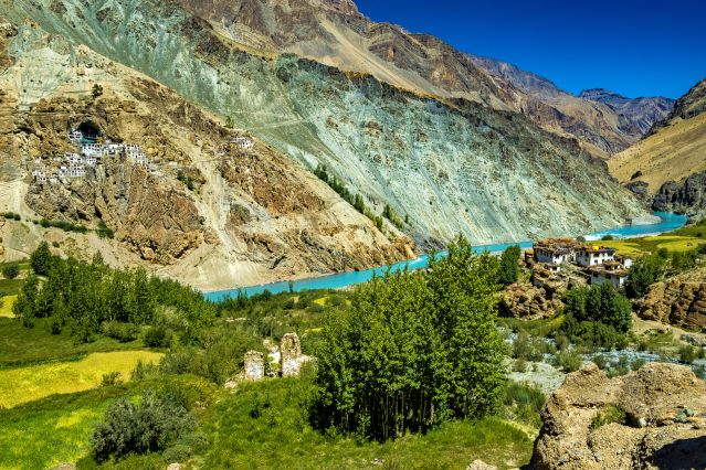 Phuktal Gompa depuis le village de Yugar - Zanskar - Inde