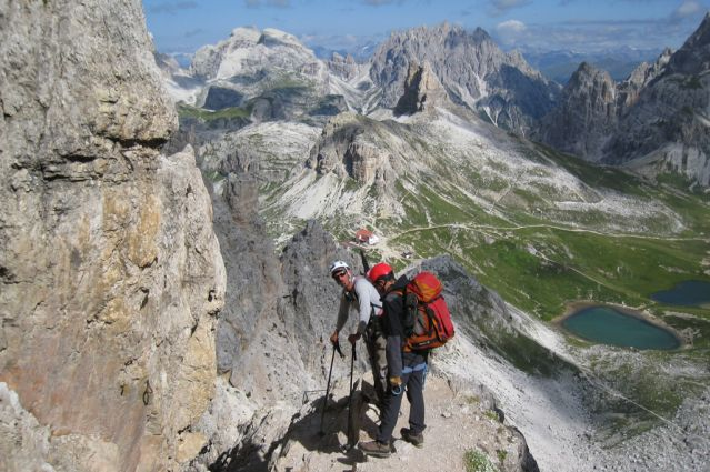 Alpinisme dans les Dolomites par les   via ferrata