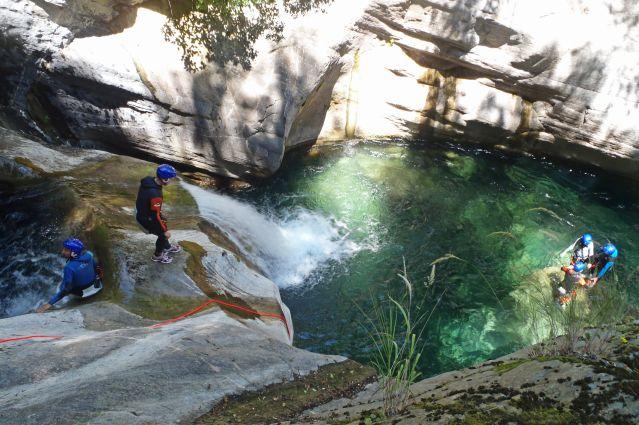Descente dans les canyons près du village de Buggio - Italie