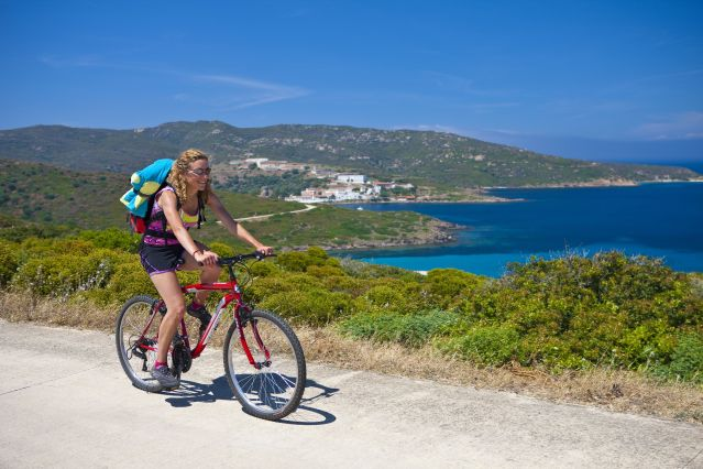 Vélo sur la côte - Sardaigne - Italie