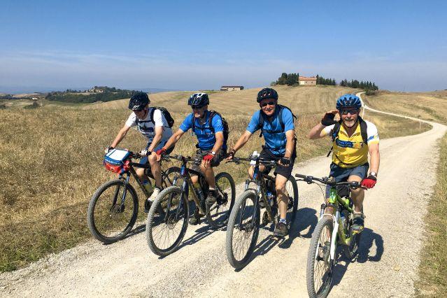 Cyclistes en Toscane - Italie