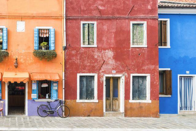Maisons colorées et vélo - Venise - Italie