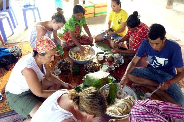 Préparation des offrandes - Cambodge