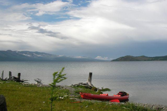 Kayak au bord du lac Khövsgöl - Mongolie