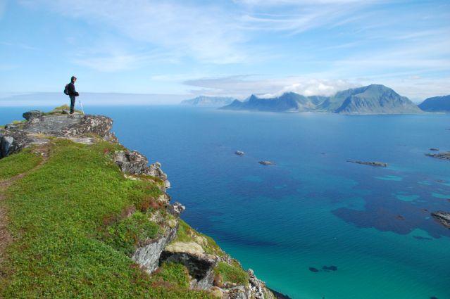 Randonnée au dessus de la Plage de Sandbotnen - Norvège