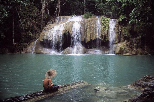 Cascade dans le parc national d Erawan -Thaïlande