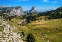 Mont Aiguille et falaises du Vercors