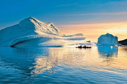 En kayak, des fjords à la calotte polaire