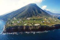 Iles volcaniques et théâtre antique