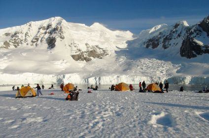 Navigation et camp de base en Antarctique