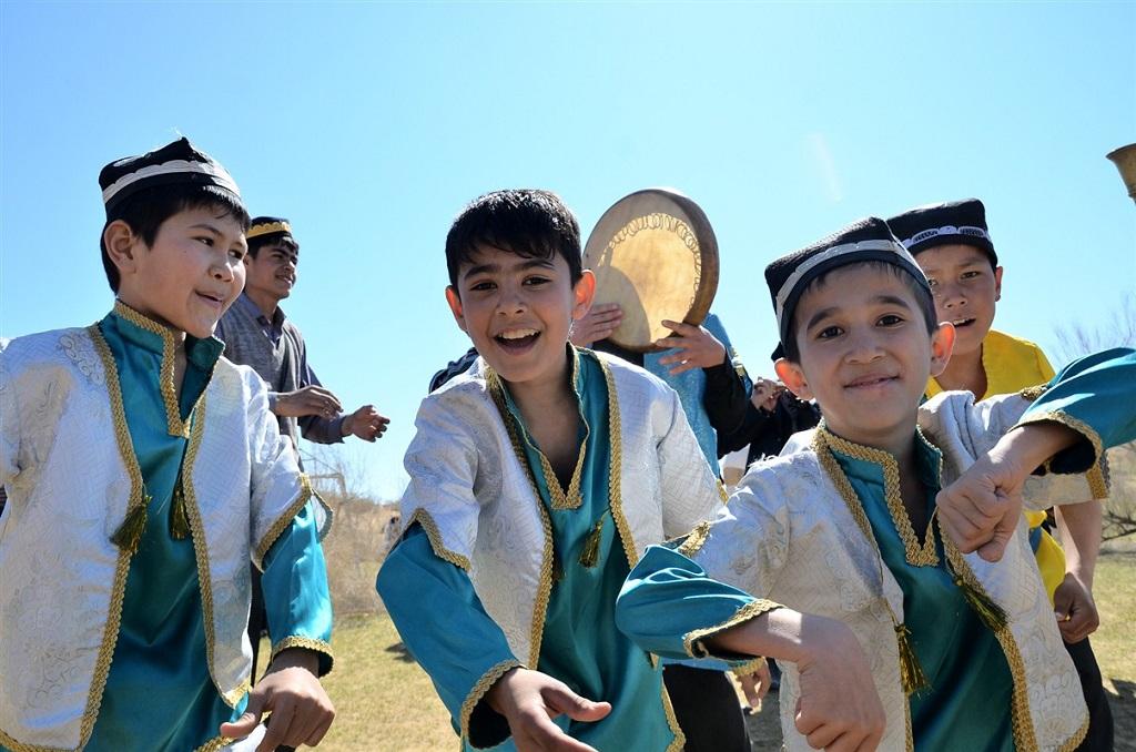 Enfants lors du jeu traditionnel Bouzkachi, Ouzbékistan