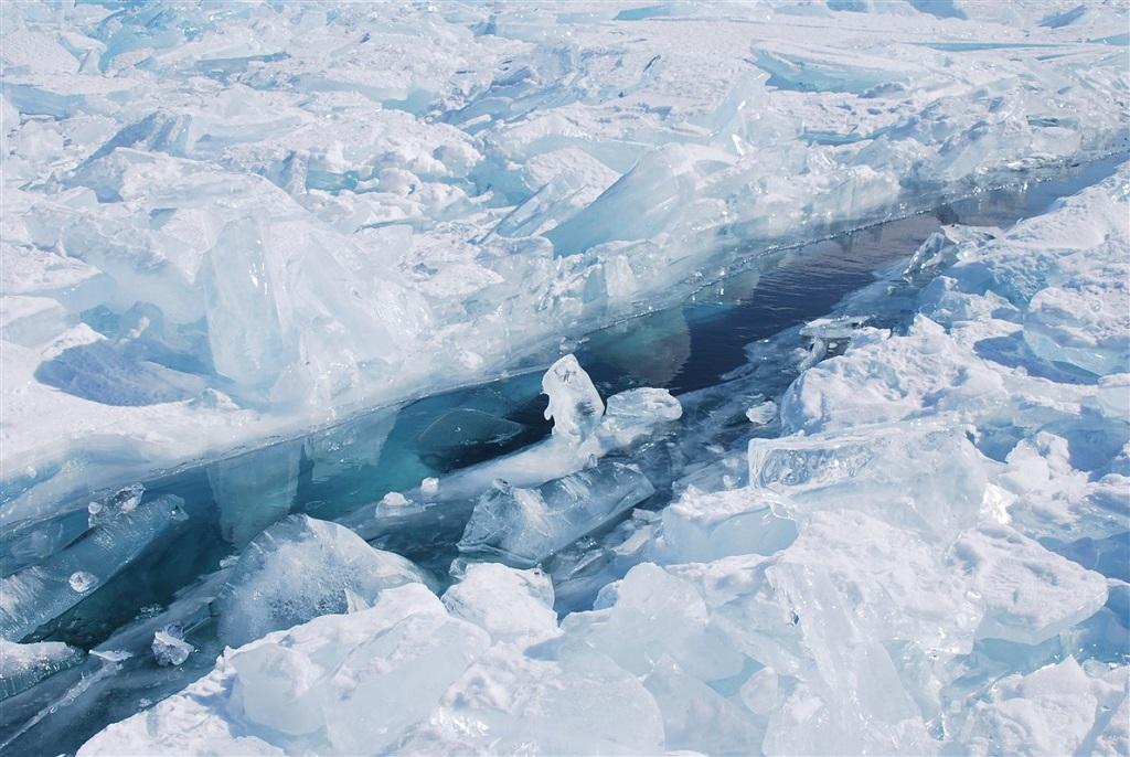 Lac Baikal gélé, Russie