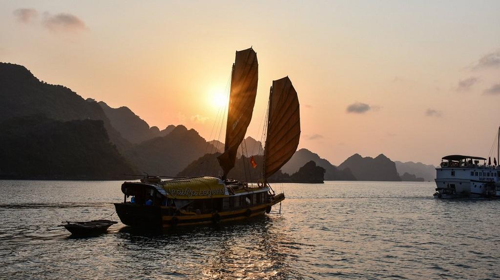 Coucher de soleil sur la baie d'Halong - ©Pascal Four