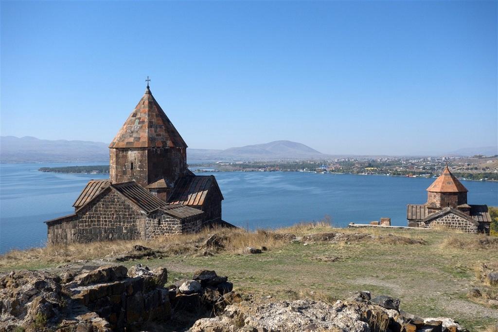 Lac Sevan et monastère de Sevanavank