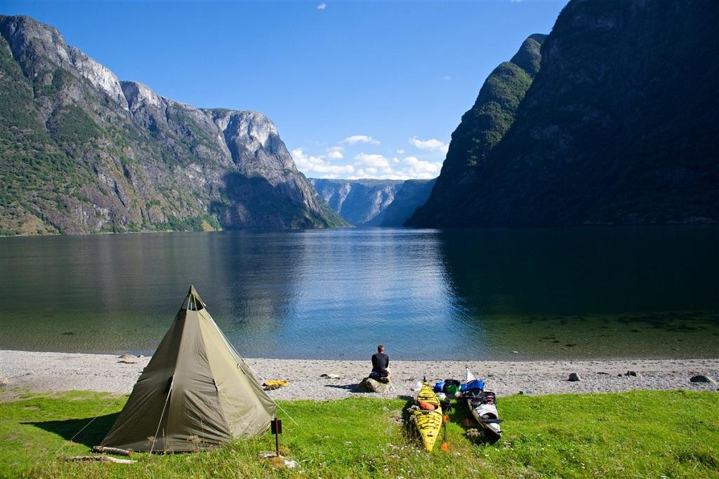 Kayak et bivouac dans le fjord d'Aurland - ©Oyvind Heen