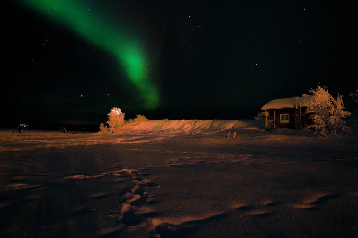 Aurores boréales sur le lac Inari, Finlande