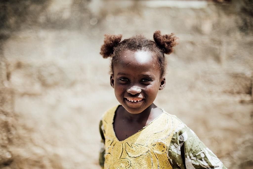 Petite fille sur l'île de Mar Lodj