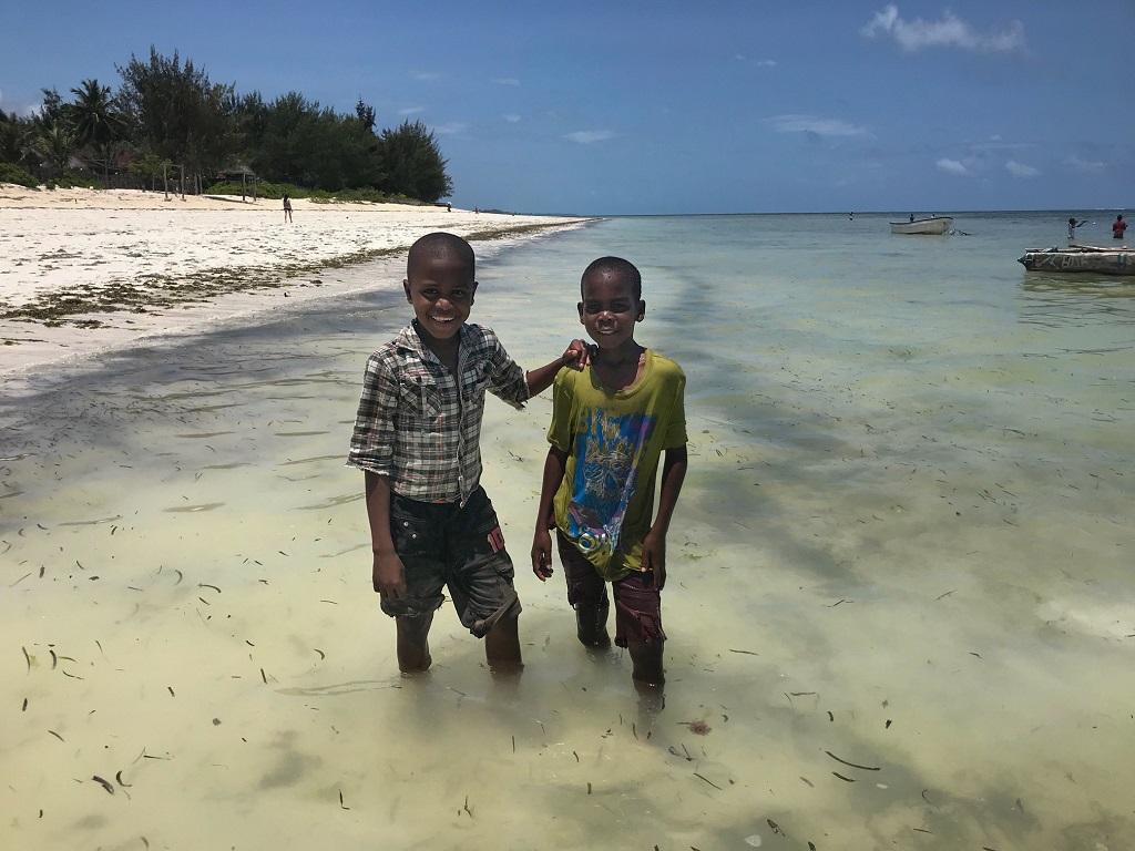 Sourires échangés à Jimbiani, Zanzibar - ©Sandrine Perrot