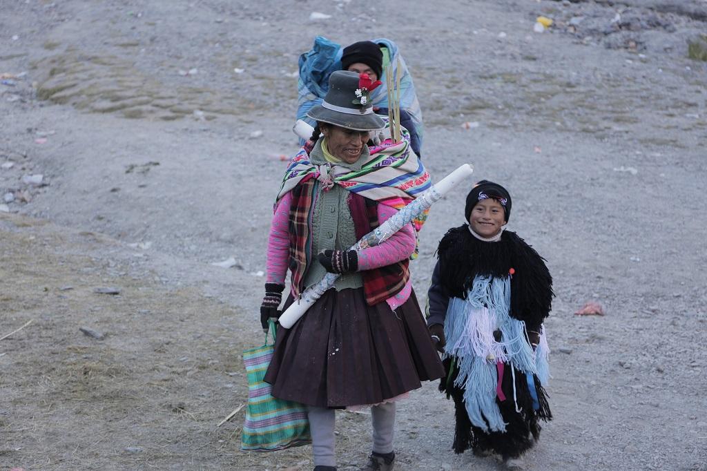 Reconnaissable à sa tenue poilue, ce jeune garçon est un novice introduit dans une confrérie d'initiés, les Ukukus, qui s'organise par clans.- ©Alfred de Montesquiou