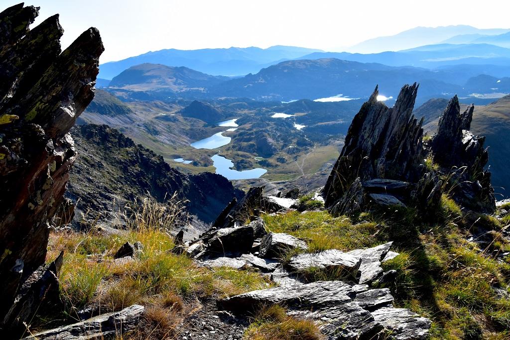 Paysage lacustre : au pieds du Carlit, les lacs des Bouillouses s'étendent vers l'est - ©Jackdan66 / Adobe Stock