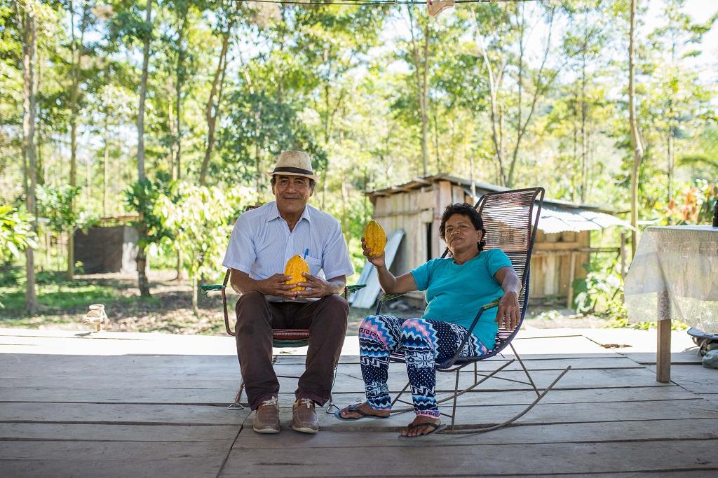 Francisco Alegria Ruiz et sa femme Nelsia Del Castillo sont deux producteurs de cacao du village de Santa Rosa. Ils sont fiers de vendre et d'exporter un produit bio, respectueux de l'environnement et renommé.