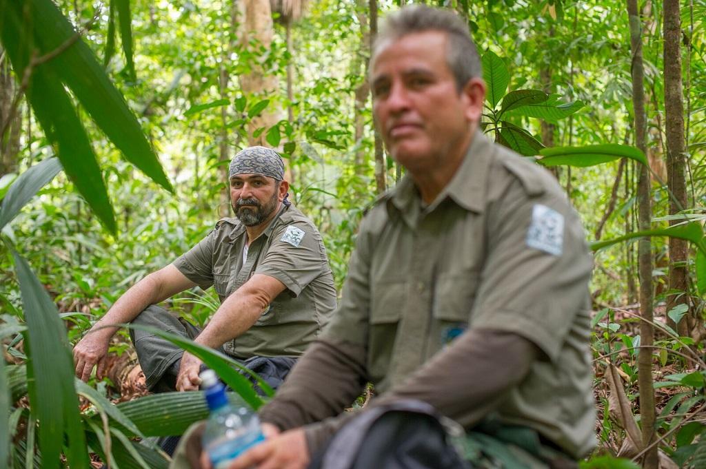 Les deux gardes du parc Alejandro Azofeiva et Walter Montes. - ©Christophe Migeon