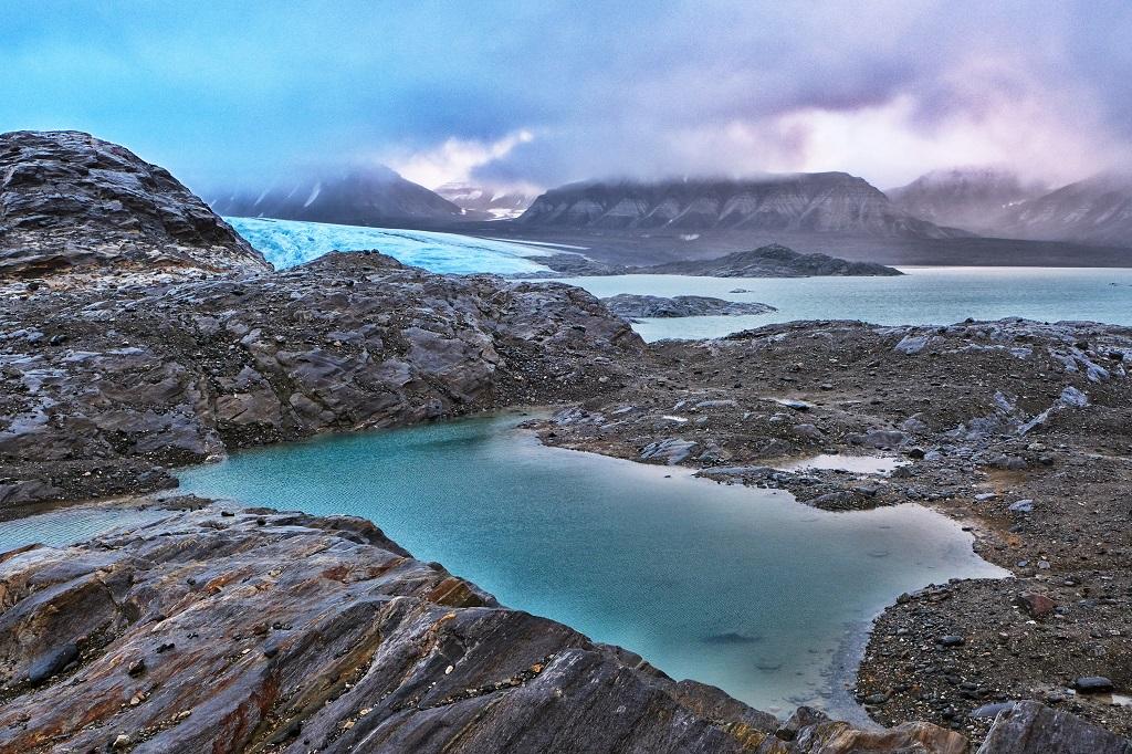 Vastitude minérale, glaciers et cieux versatiles