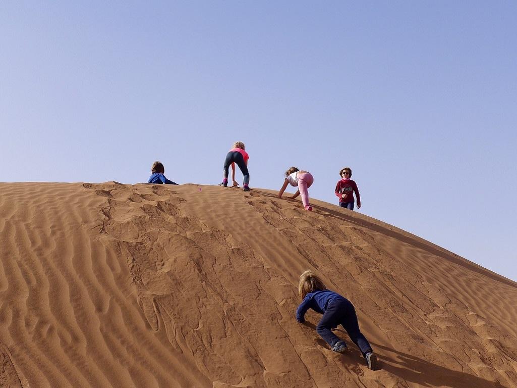 Jeux dans les dunes