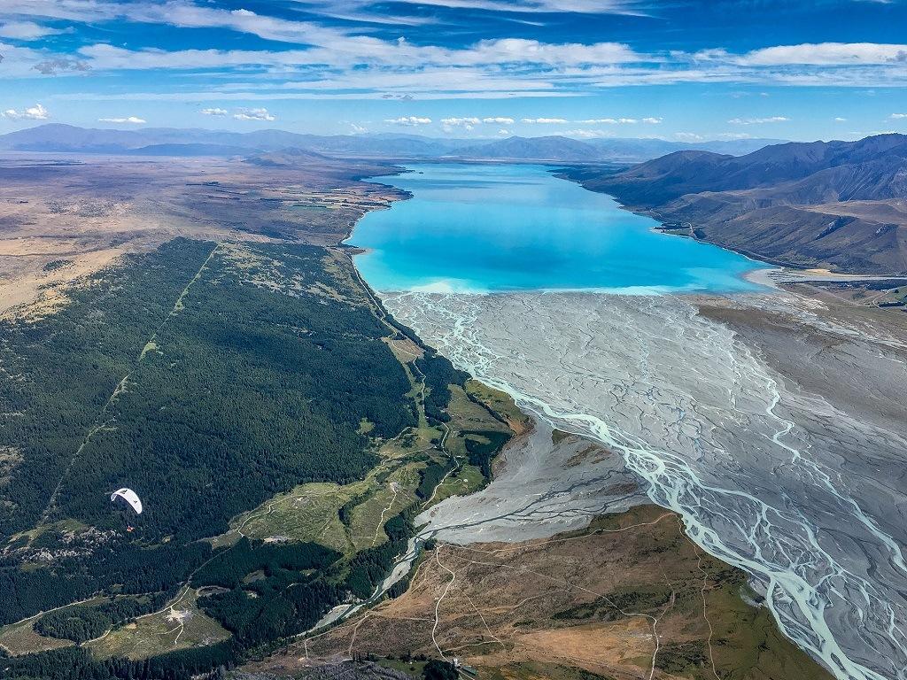 Lac Pukaki : les eaux turquoises du lac Pukaki sont considérées comme une merveille de la nature.