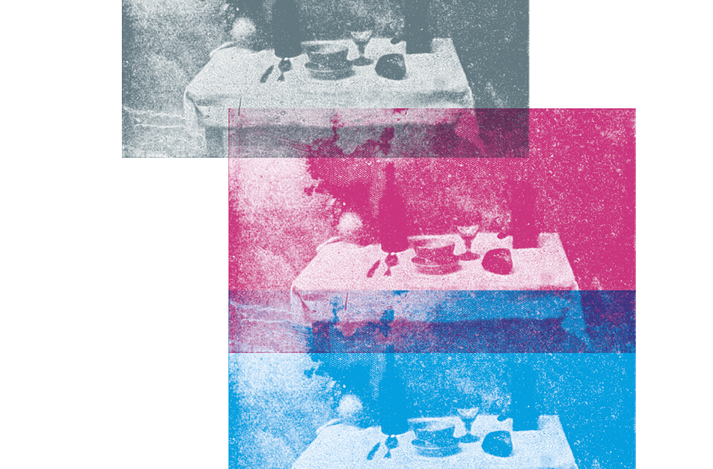 La Table servie (1832–1833) est une des premières photographies, réalisée par Nicéphore Niépce (1765–1833), auteur de la plus ancienne prise de vue. - ©Nicéphore Niépce