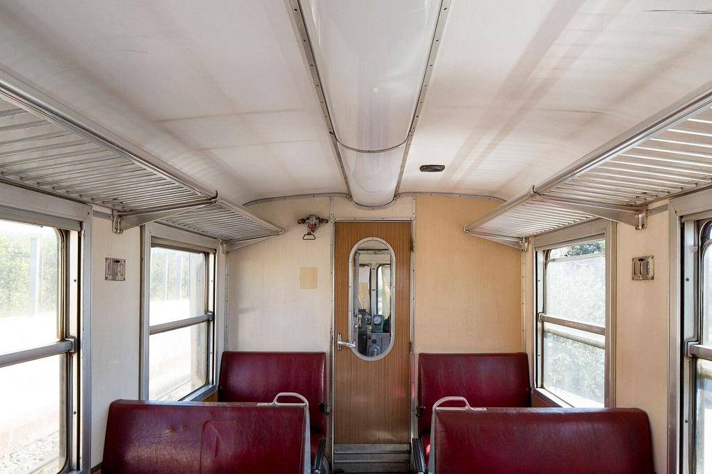 L'intérieur d'un wagon de la ligne régionale de transport ferroviaire en Sicile, 10 avril 2015. - ©Massimo Siragusa/Agence Vu'